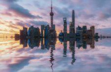 首届上海赛艇公开赛举行 这个周末和赛艇相约苏州河